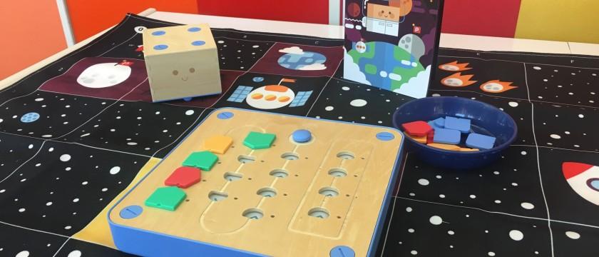 プログラミングを学べるロボット「キュベット」で遊ぼう♪