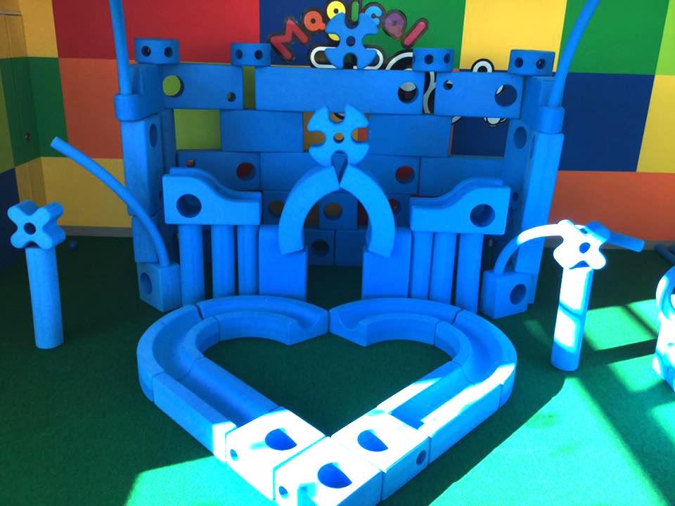 想像力を育む 巨大ブルーブロック