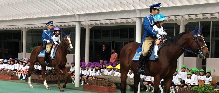 騎馬隊の方と♪幼稚園の交通安全指導